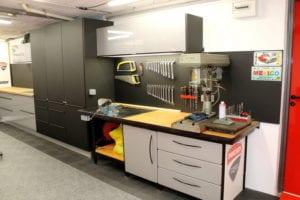 credence noir mat touché velours pour atelier mécanique . pose sur mesure par les Cuisinologues